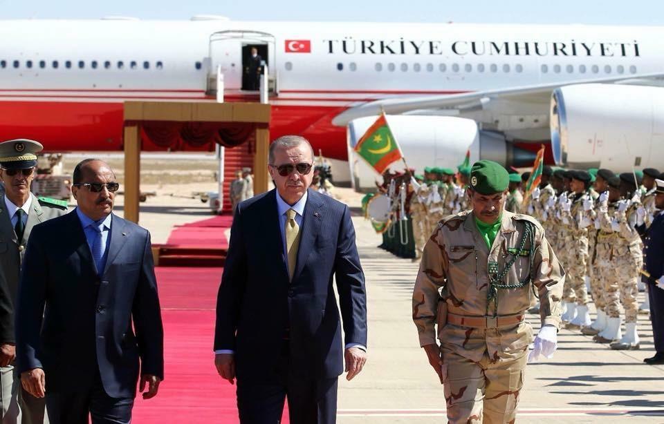 صورة الرئيس التركي يصل الى مطار أم التونسي