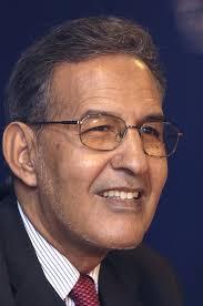 صورة احمد ولد داداه في مقابلة يصف الوضع الحالي بالكارثة