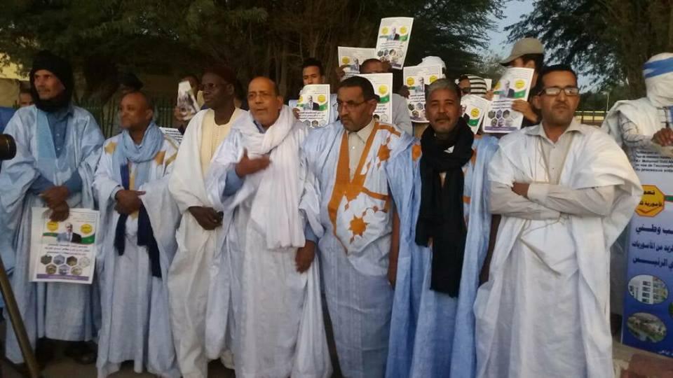 صورة ولد إياهي يحشد أنصاره امام البرلمان دعوة لمأمورية ثالثة