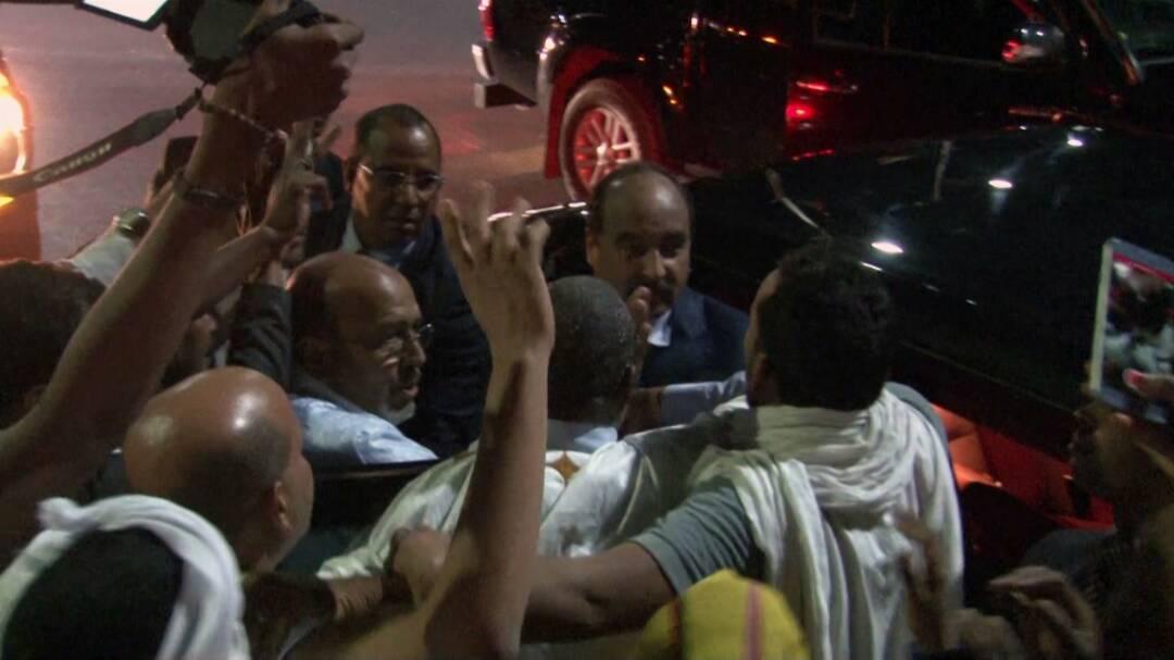 صورة بعد لقاءه بولد إياهي الرئيس في قصر المؤتمرات لحضور الأيام التشاورية لحزبه