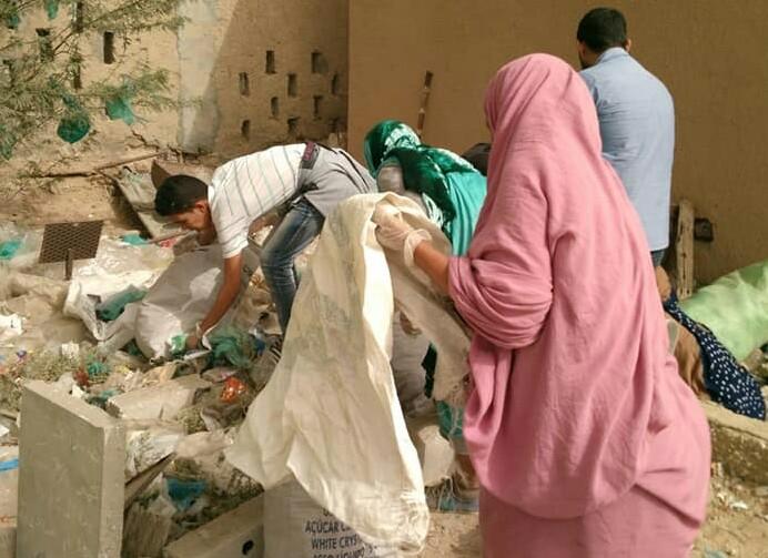 صورة منظمة نور القمر تطلق حملة لتنظيف المقابر في العاصمة أنواكشوط(صور)