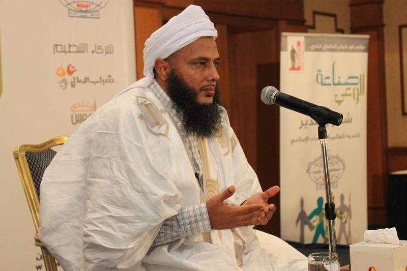 صورة الشيخ الددو في أول رد له على إغلاق مركز تكوين العلماء