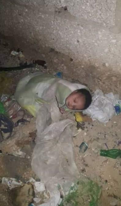 صورة العثور على لقيط مرمي بالقمامه (صورة)