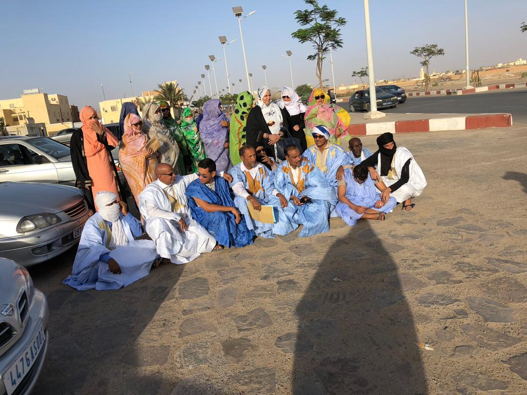 صورة دائني الشيخ الرضى ينظمون تظاهرة بقرية التيسير (فيديو)