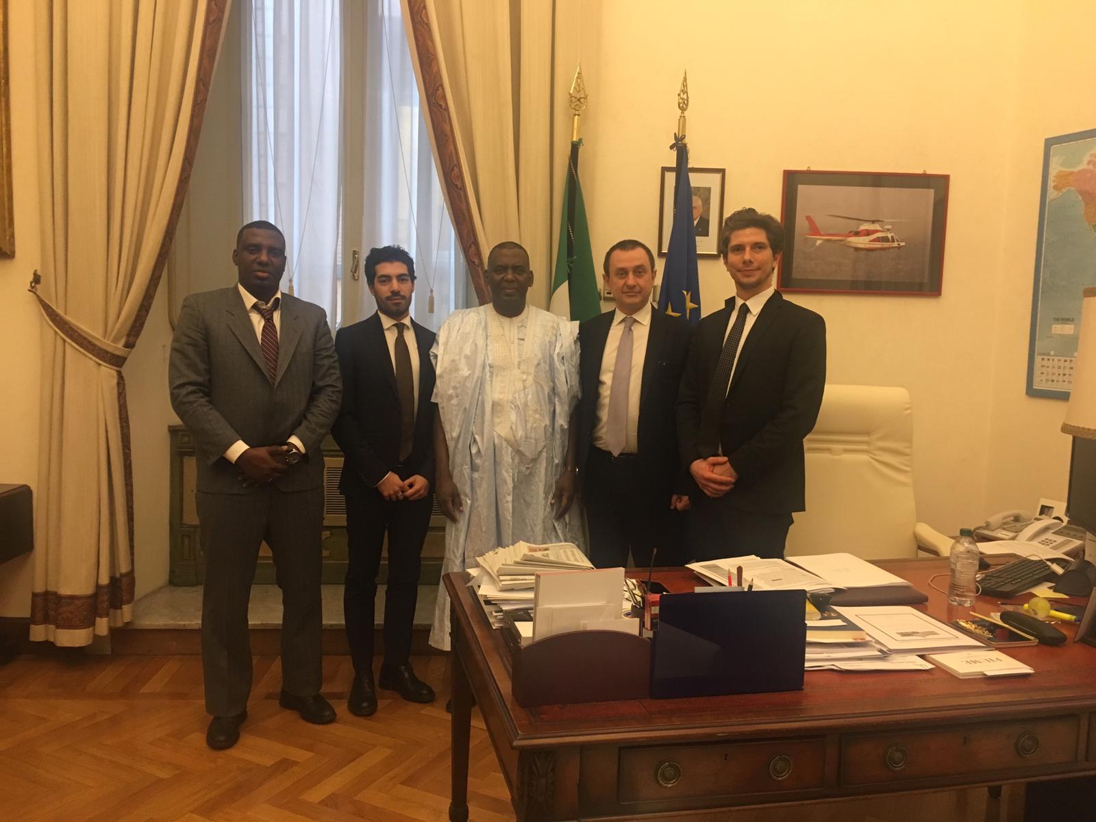 صورة النائب بيرام يلتقي رئيس البرلمان الإيطالي والأخير يدون عن نضال بيرام (تفاصيل)