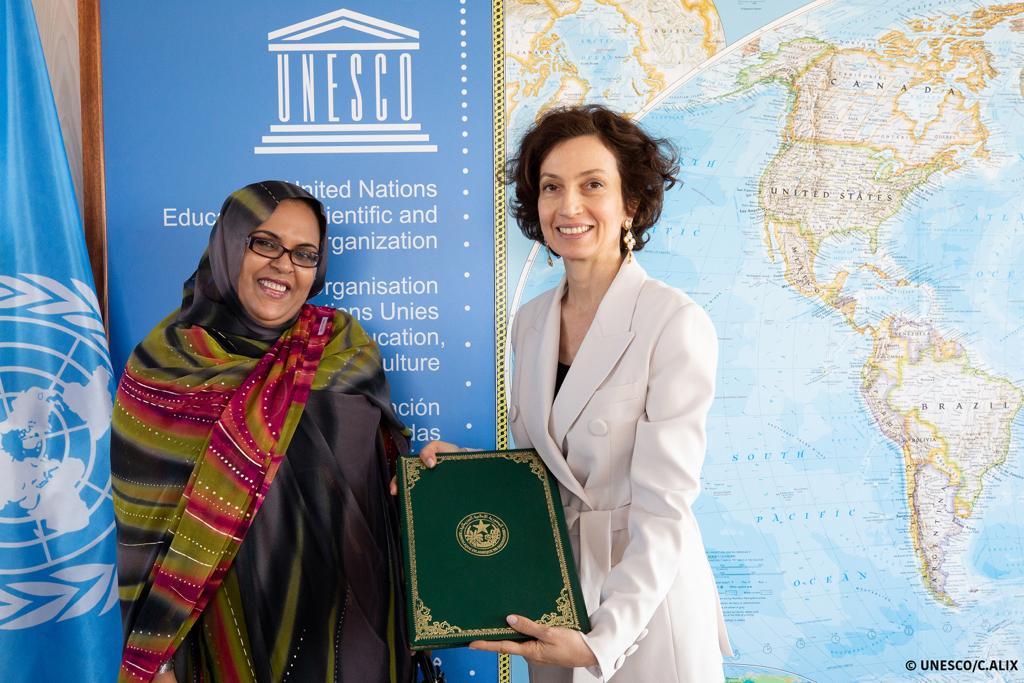 صورة ومضة سيسه تقدم أوراق اعتمادها سفيرة لدى اليونسكو/الشريف بونا