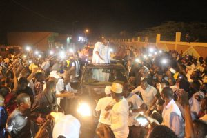 صورة الآلاف عند بوابة مدينة كيهيدي لإستقبال المرشح بيرام (صور+فيديو)