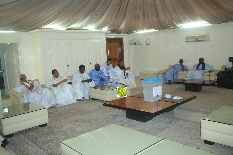 صورة تجديد أعضاء لجان الجمعية الوطنية. …..(أسماء  )
