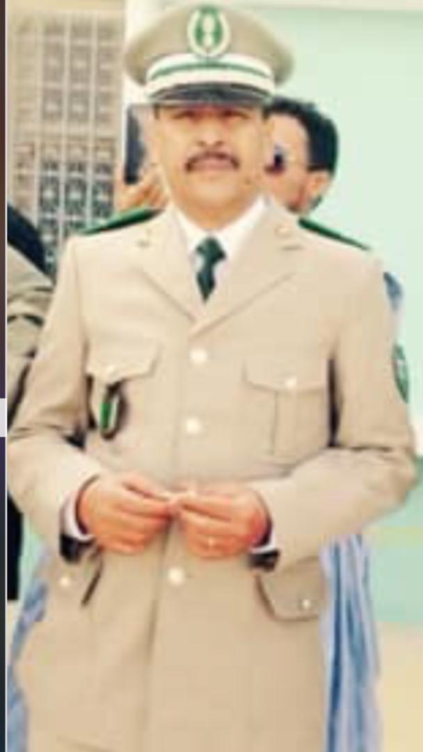 صورة الجنرال ولد المامي يعزي في وفاة فقيد الجمارك