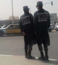 صورة مواطن يشهر سلاح ناري في وجه فرقة من أمن الطرق (تفاصيل  )