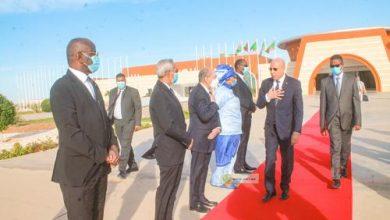 صورة رئيس الجمهورية يتوجه إلى بروكسل (الوفد المرافق)