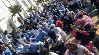 صورة مقدمو خدمات التعليم يواصلون احتجاجاتهم رغم تصامم الوزراة